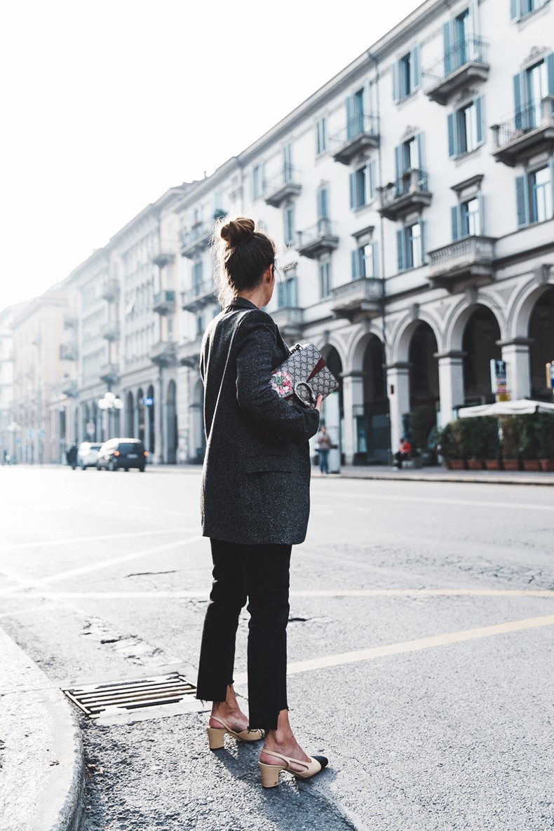 Cuneo_Italia-GRey_Blazer-Levis_Serie_700-Chanel_Shoes-Gucci_Dionysus-Black_Jeans-Outfit-Topknot-Street_Style-Collage_Vintage-17-790x1185