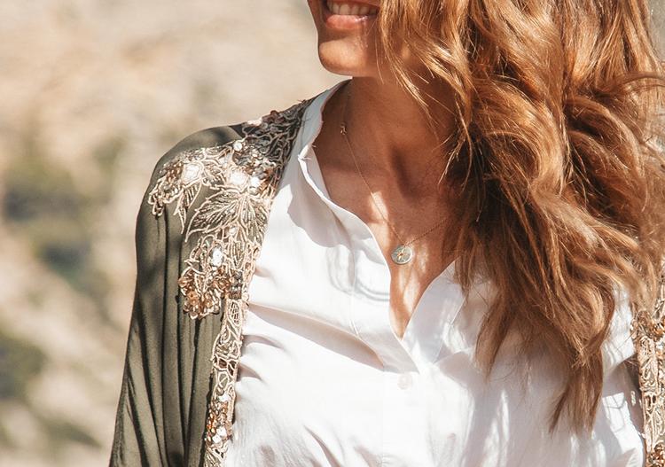 kimono y camisa blanca